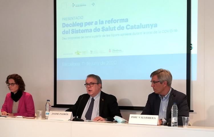 Paola Galbany, Jaume Padrós i Pere Vallribera, en la roda de premsa de presentació del 'Decàleg per a la reforma del Sistema de Salut de Catalunya'.